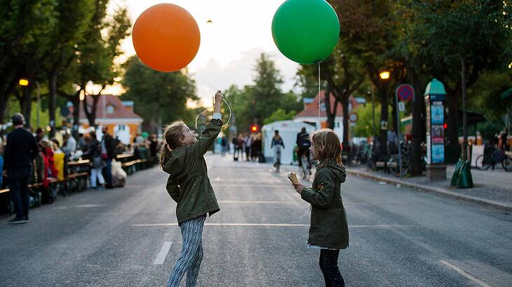 Kids_with_balloons_at_Frederiksberg_PhotoCredit_Maria_Sattrup